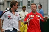 Button cede il numero a Barrichello