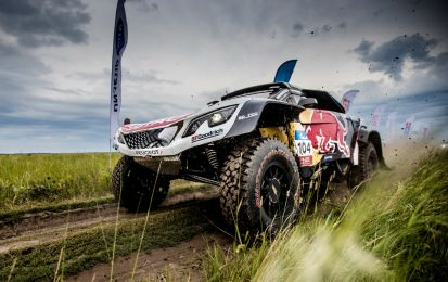Silk Way Rally, tappa 4: Peugeot allunga in vetta con Loeb