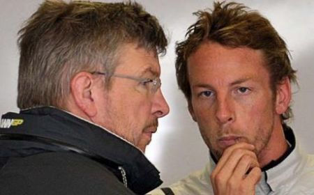 Button fa causa a Brawn