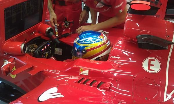 Casco Alonso Singapore 2012