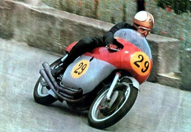 mike halwood 65 MV 500 San Remo
