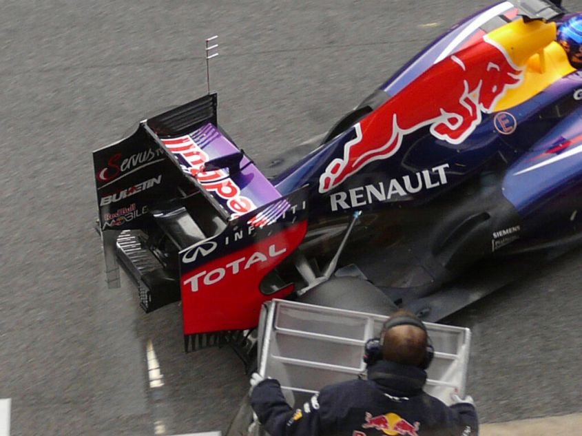 red bull retrotreno test f1 2013