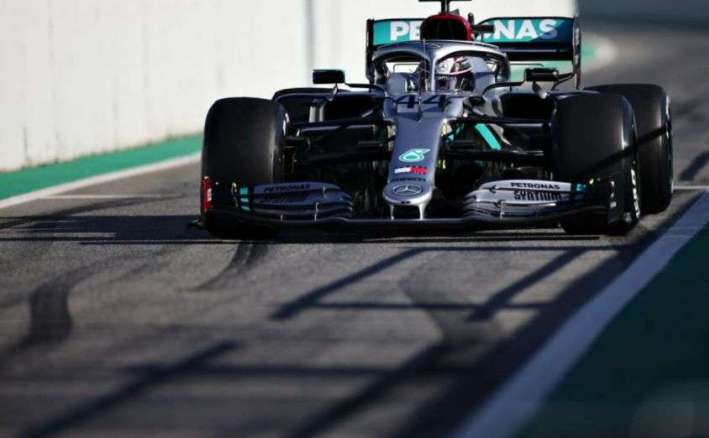 Hamilton, giallo sul volante Mercedes Tempi e classifiche del Day 2 dei test di Barcellona