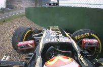 GP Cina F1 2014: incidente di Maldonado in ingresso della pit lane [VIDEO]