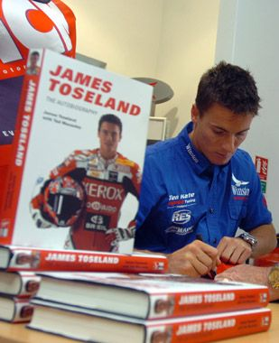 MotoGP News. James Toseland, new entry MotoGP, si svela su Men's Health