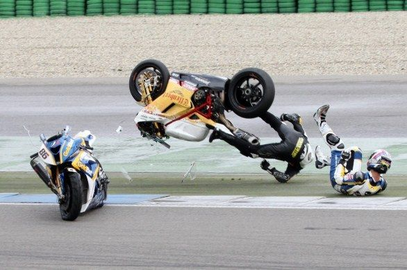 Superbike Assen 2012: brutto incidente per Brett McCormick in gara-2 [VIDEO]