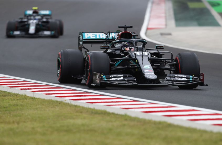 Lewis Hamilton in pole position in Ungheria