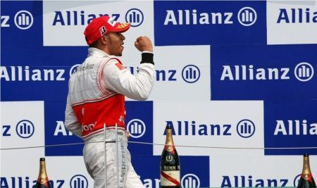 Formula 1: Hamilton gasato, Button prudente