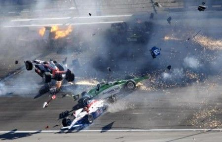 Incidente mortale nella IndyCar: addio a Dan Wheldon [video]