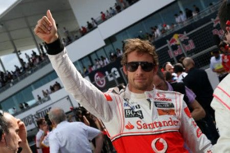 Gp Giappone F1 2011, prove libere 1: Button al comando, incidente per Vettel